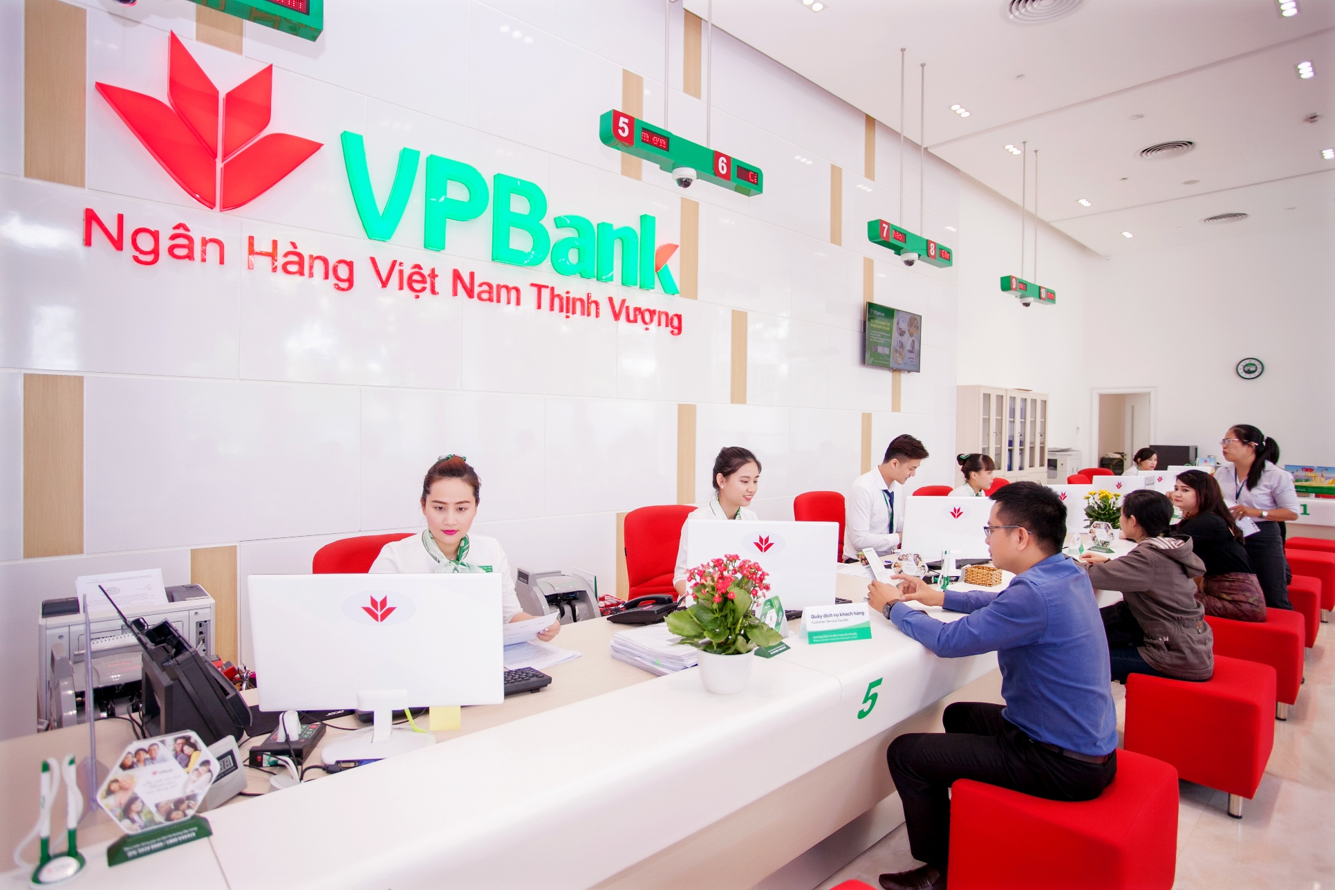 https://www.vpbank.com.vn/sites/default/files/pictures/anhgiaodich.jpg